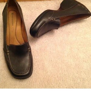 Naturalizer Leather black loafers sz 8M